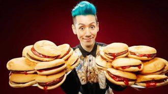 Hamburger Yiyerek Guinness Rekorlar Kitabına Girmeyi Başaran Çılgın Japon