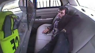 ABD'de 19 Yaşındaki Tutuklu Gencin Polis Aracında Yaptıkları İnanılır Gibi Değil!