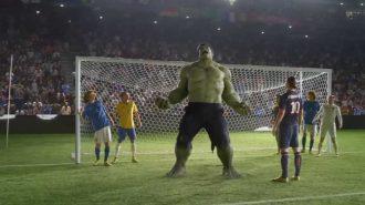 Dünyanın En İyi Futbolcularının Oynadığı Birbirinden Yaratıcı Reklam Filmleri