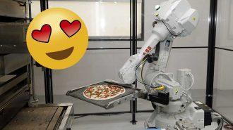 Bu Restoranda Pizzaları Robotlar Yapıyor!