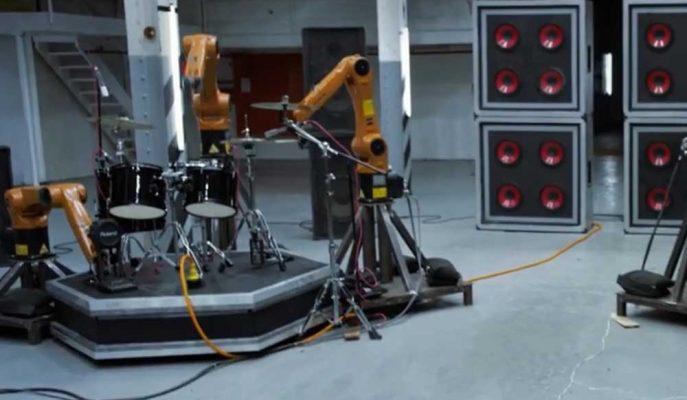 Robotlardan Oluşan Mekanik Orkestranın Büyüleyici Performansı
