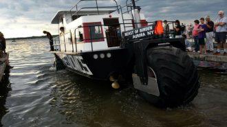 Tahıl Püskürtme Makinesi ile Eski Bir Evden Yapılan Pratik Gemi!