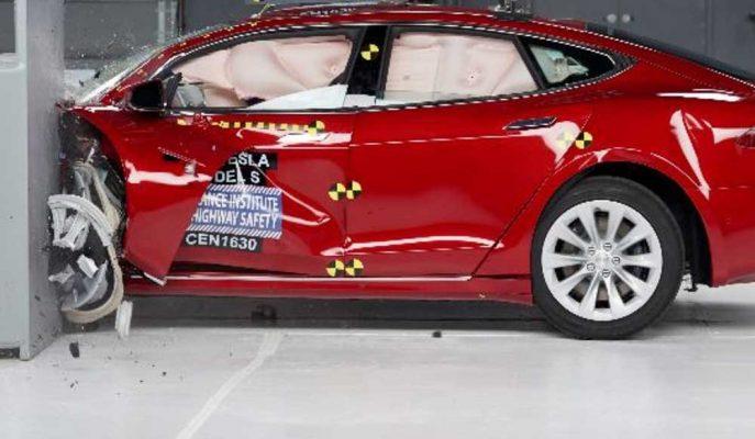 Tesla Model S Çarpışma Testlerindeki Performansı ile Kendisine Hayran Bırakıyor