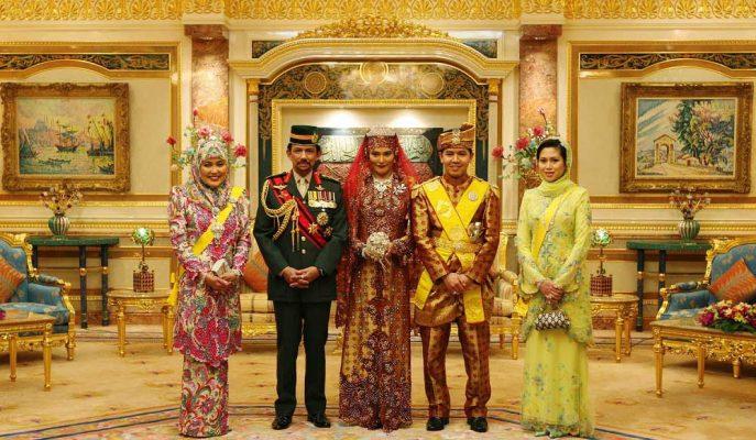 Dünyanın En Zengin Liderlerinden Brunei Sultanı 50. Yılını Para Saçarak Kutluyor!