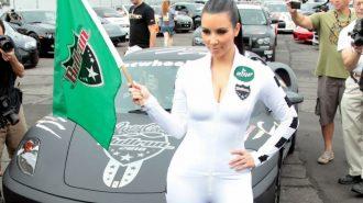Sosyetik Güzel Kim Kardashian'ın Milyonluk Arabaları!