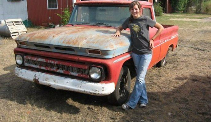 900 Dolara Aldığı Hurda Chevrolet\'i Hayalindeki Gibi Yapan 16 Yaşındaki Rus Kız!