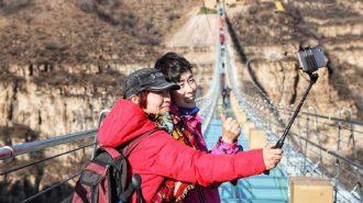 Çin Dünyanın En Uzun Cam Köprüsünü Hizmete Açtı!