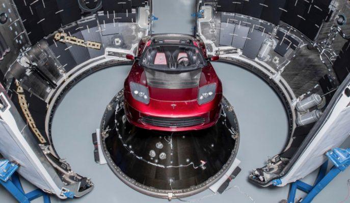 """Elon Musk'ın Marsa Göndereceği İlk Tesla Roadster'ı """"Falcon Heavy""""e Yükledi!"""