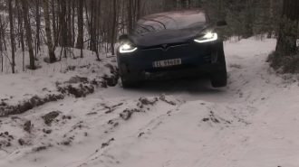 Tesla Model X 4×4'ün Off Road ve Kar Performansı!