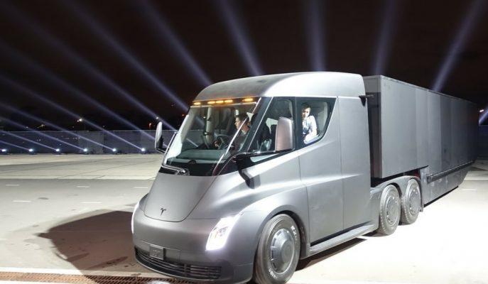 """Tesla'nın Elektrik Kamyonu """"SEMI"""" için Çok Büyük Bir Firmadan Sipariş Geldi!"""