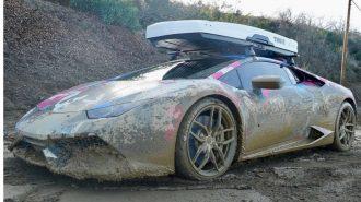 """Lamborghini Huracan'ın Kendini Aşan Off Road """"Çamur Dansı"""""""