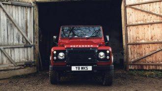 Land Rover Works'ten Defender için 400 Hp'lik 70. Yıl Hediyesi!