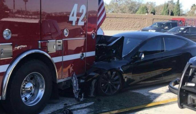 Model S Otomatik Sürüş Asistanı Aktif Haldeyken Kaza Yaptı!