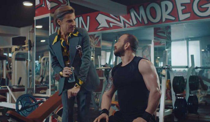 TurkNet'ten AKN ile Dalga Geçen Yaratıcı Reklam Filmi
