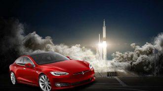 İki Güçlü Makine Tek Reklamda: Karşınızda Falcon Heavy ve Tesla Roadster!