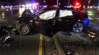 Kaza Yapan Tesla Model 3 Sağlamlığını Kanıtlarken Ardında Ufak Bir Sorun Bıraktı!