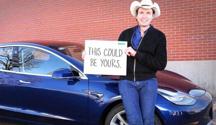 """Ödül Olarak Tesla 3'ünü Vereceğini Açıklayan Kimbal Musk'ın """"En Yenilikçi Şirket"""" Mutluluğu!"""