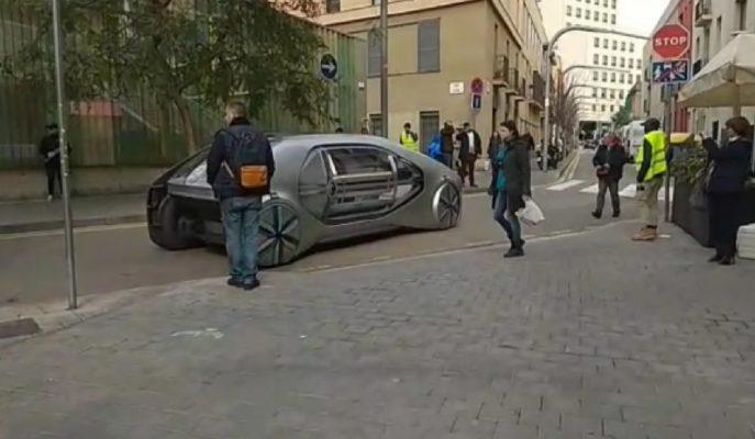Renault Cenevre Fuarı için Hazırladığı Konseptini Barselona Caddelerine İndirdi!