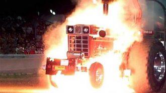 Roket Motorlu Traktörlerin 7 Drag Yarışı Görüntüsü