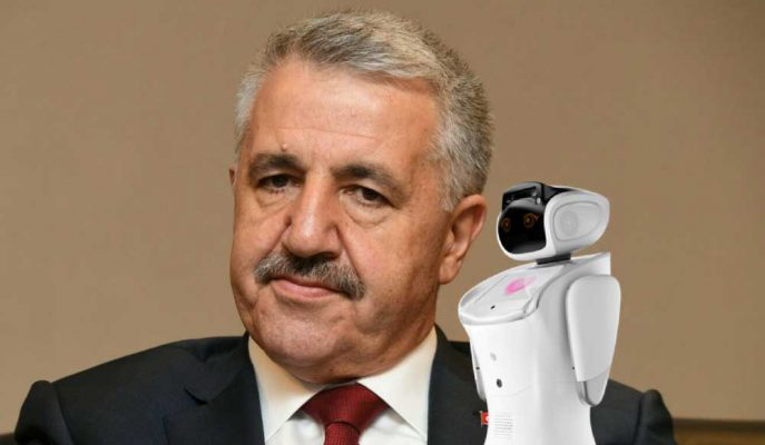 Ulaştırma Bakanı Arslan ile Robot Sanbot'un Tartışması Dikkat Çekti!