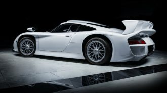 "Alman Porsche'nin Unutulmuş En Sert Aracı: ""911 GT1 Strassenversion"""