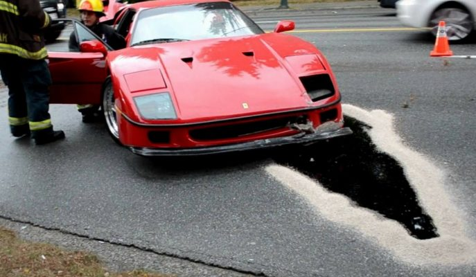 Direğe Çarpan F40'ın Onarım Maliyetiyle İki Adet Sıfır Ferrari Alınabilir!