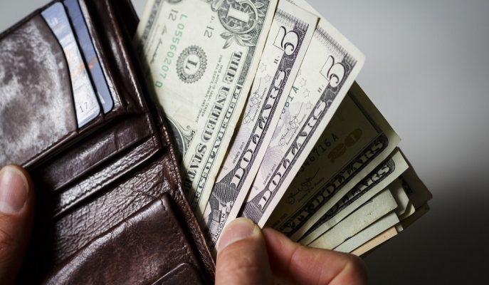 Dolar Enflasyon Verisi Öncesi 3,81'den Güne Başladı