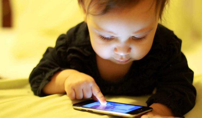 Çin'de Bir Bebek iPhone'u 47 Yıl Kullanım Dışı Bıraktı!