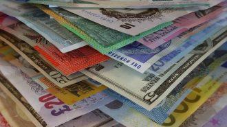 Sterlin Rekor Kırarken, Dolar ve Euro Haftaya Yükselişle Başladı
