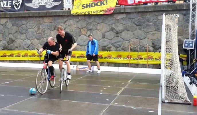 Bisikletli Futbol ile Yapılmış 5 İlgi Çekici Maç Görüntüsü