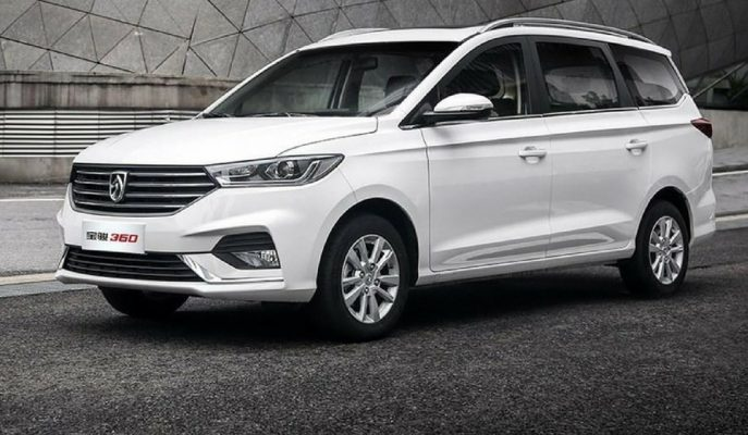 "General Motors'tan ""2018 Baojun 360 MPV"""