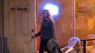 Gillian Flynn'in Romanından Uyarlanan HBO Dizisi Sharp Objects Epey İddialı Geliyor!