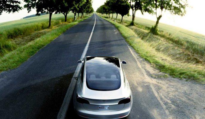 Tesla'nın Otomatik Pilotunu Tamamen Yanlış Anlayan Kişi!