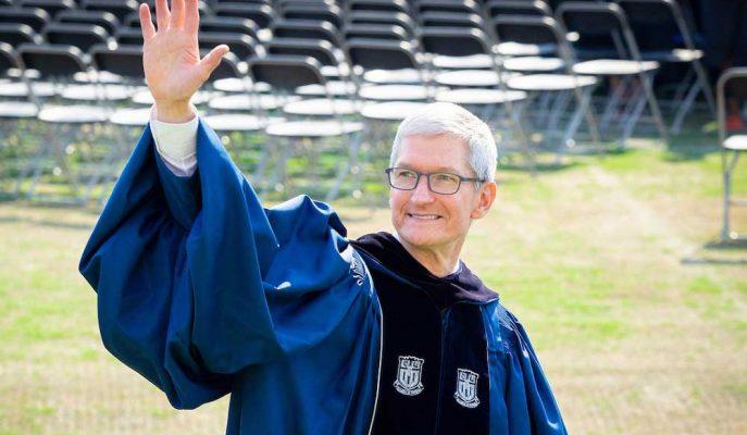 """Duke Üniversitesi Mezunlarına """"Korkusuz Olun"""" Diyen Tim Cook, Facebook'a Gönderme Yaptı!"""