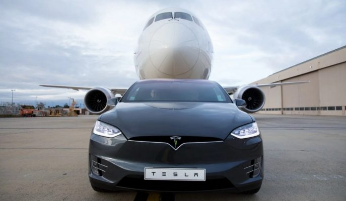 Tesla Model X 130 Ton Ağırlığındaki Boeing 787-9'u Çekerek Rekor Kırdı!