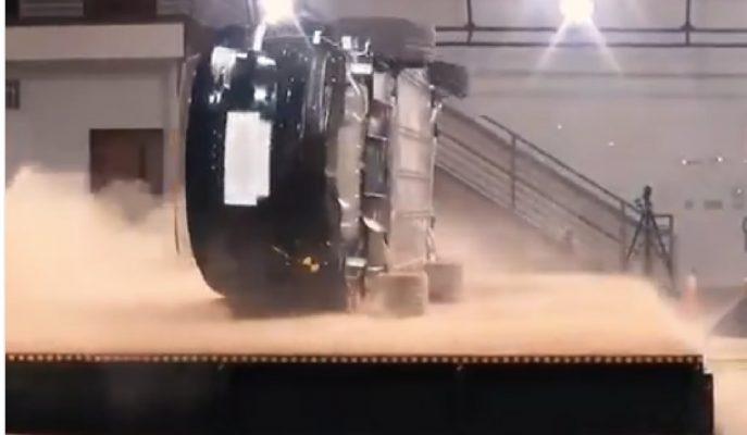 Tesla Model X'e Takla Attırılamayacağını Kanıtlayan Test!