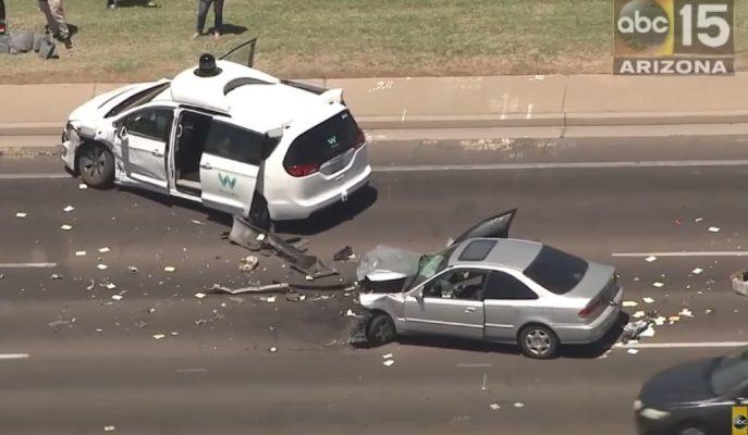 Waymo'nun Chrysler Pacifica Otonom Aracı da Kazaya Karıştı!
