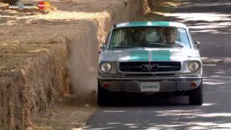 """Ford Mustang'in """"Uykulu"""" Otonom Sürüş Gösterisi Herkesi Güldürdü!"""
