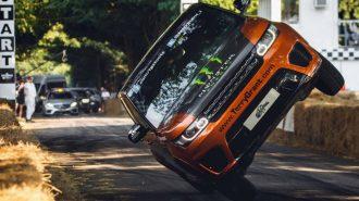 Yeni Range Rover Sport SVR İki Tekerde Tur Rekorunu Kırdı!