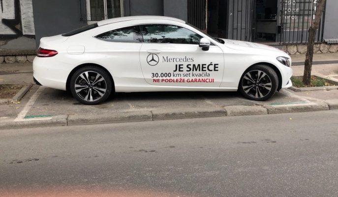 """Sırbistan'da Şaşırtıcı Şekilde C – Serisi Coupe'nin Üzerine """"Mercedes Çöp Kutusudur"""" Yazılmış!"""