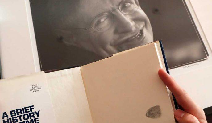 Stephen Hawking'in Eşyaları 1.8 Milyon Sterline Satıldı!