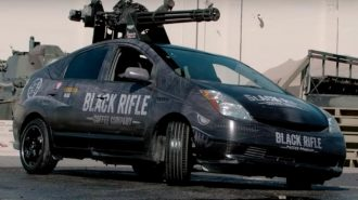 Toyota Prius Tavanındaki Vulcan M61 Silahıyla Uçak Savara Dönüştürülmüş!