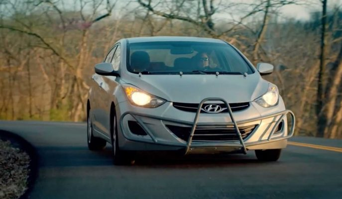 Hyundai Elantra\'sı ile 1.6 Milyon KM\'yi Deviren Kadına Özel Hediye!