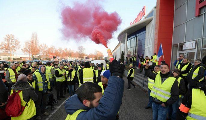 Fransa Şiddetli Protestoların Ardından Akaryakıt Zammını Askıya Alacak!
