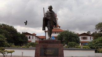 Gana'da Irkçılıkla Suçlanan Mahatma Gandhi'nin Heykeli Kaldırıldı!