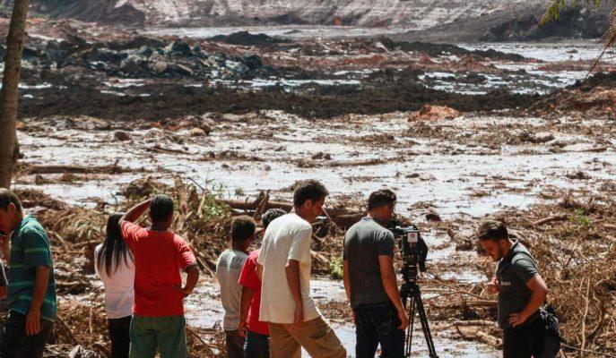 Brezilya'da Maden Atık Barajı Çöktü, Yüzlerce Kişi Kayıp