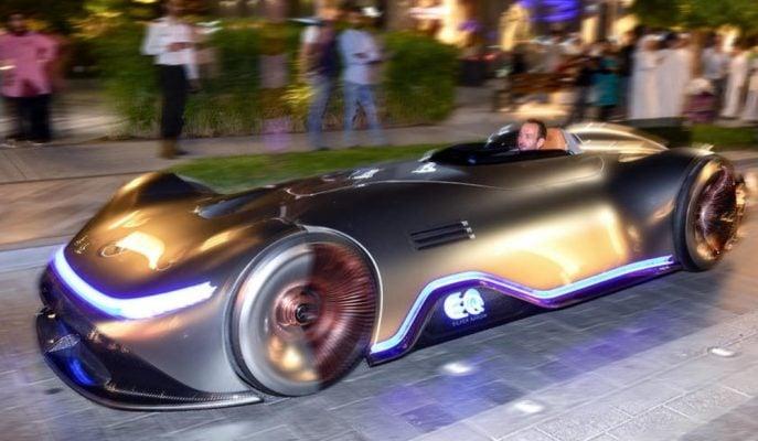 "Dünyada Kendinizi Mars'ta Hissettirecek Araba: ""Mercedes EQ Silver Arrow"""