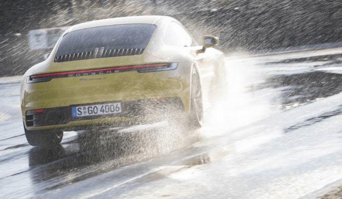 """2020 Porsche 911'in """"Yeni Islak Modu"""" Kaygan Zeminde Sizi Dengede Tutacak!"""