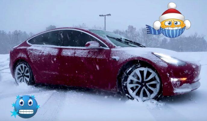 """Tesla Sahipleri Sinirli: """"Kışın Model 3'ün Batarya ve Kapı Kolları Donuyor"""""""