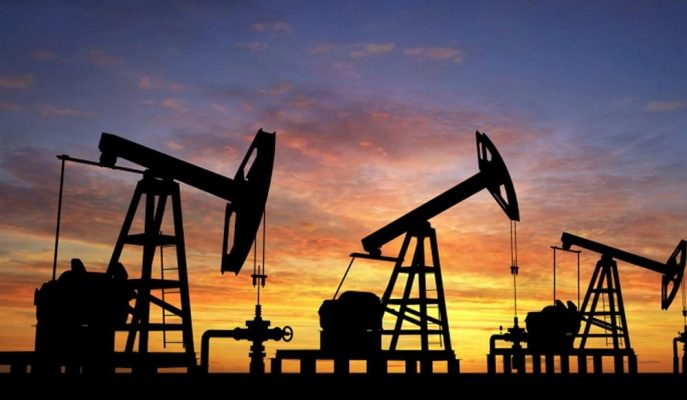 Brent Petrol Dikkatlerin ABD Stoklarına Çevrilmesiyle 67 Dolara Yaklaştı